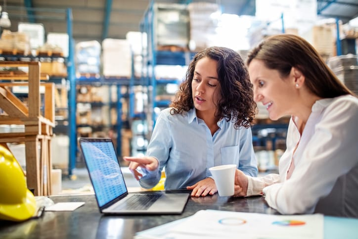 worker showing something to manager on laptop