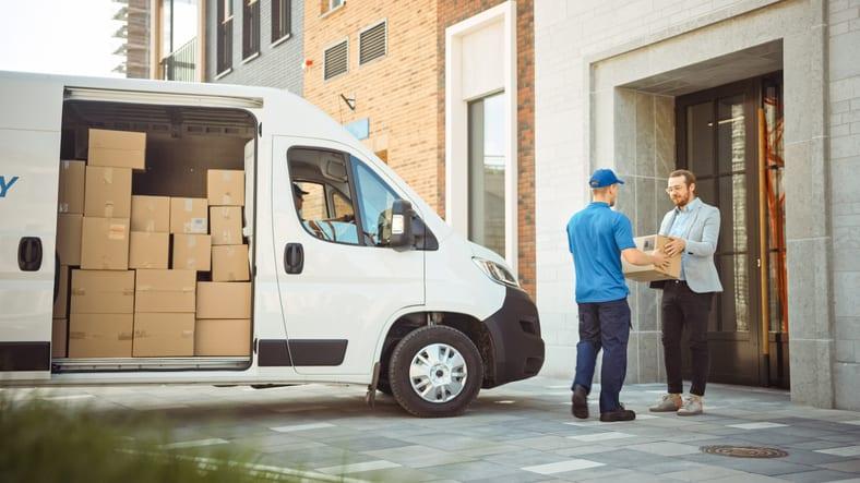 delivery an delivering parcels